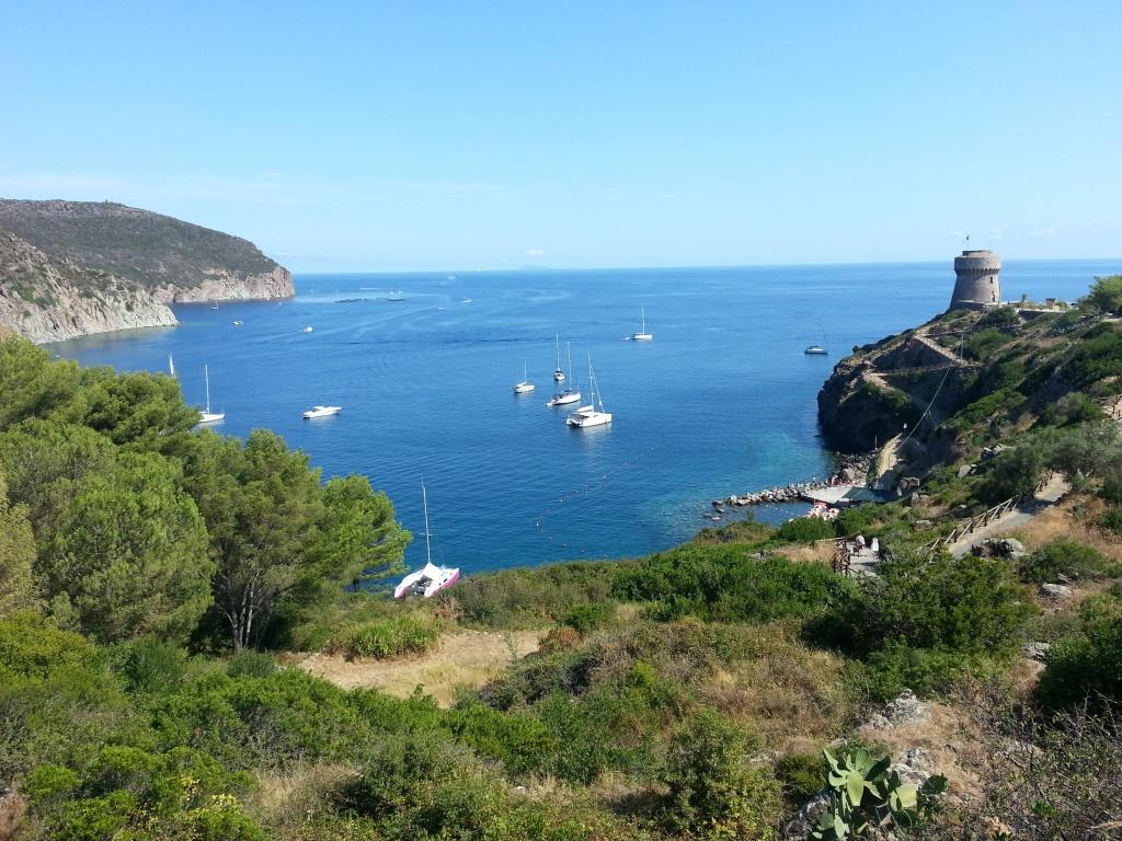 Paura sull'isola di Capraia. Barca finisce sugli scogli: a ...