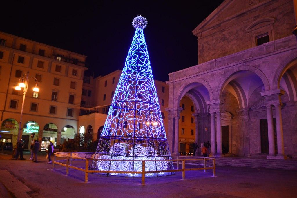 Acceso Lalbero Di Natale In Piazza Grande Vi Piace Quilivorno